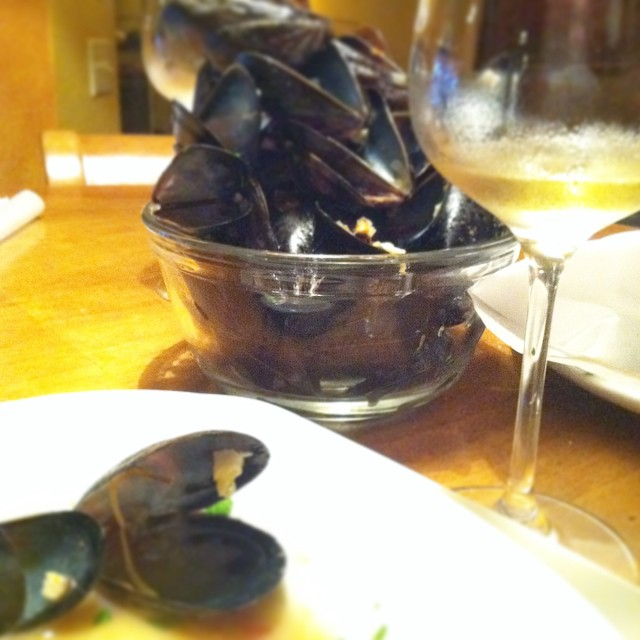 Nothing more needs to be said. Thank you briny sea!  #seasonal #mussels #wine #sancerre #foodblogger #food